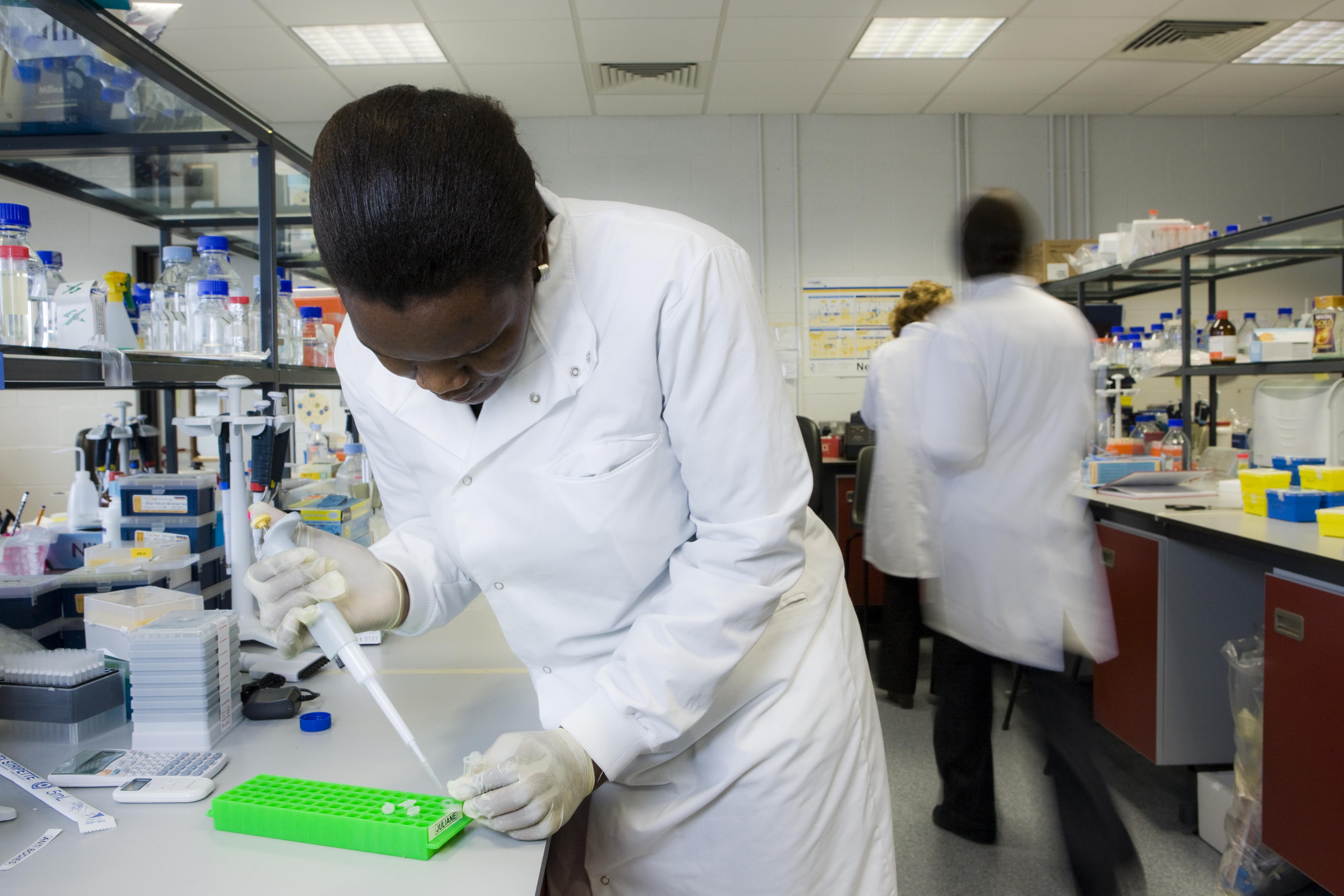 Biology Lab - Saotharlann Bhitheolaíochta