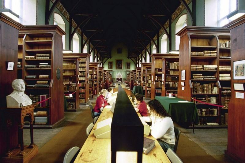 Russell Library - Leabharlann an Ruiséalaigh