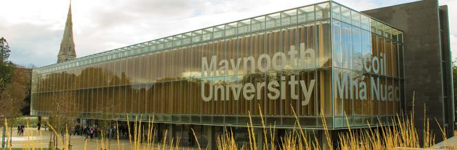 Communications & Marketing - Library sign bilingual - Maynooth University